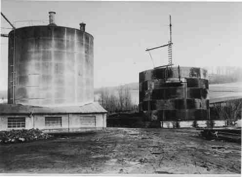 Rohmehlsilo I und II ( II ist im Bau) um 1950