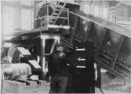 Titanbrecher im Steinbruch1952